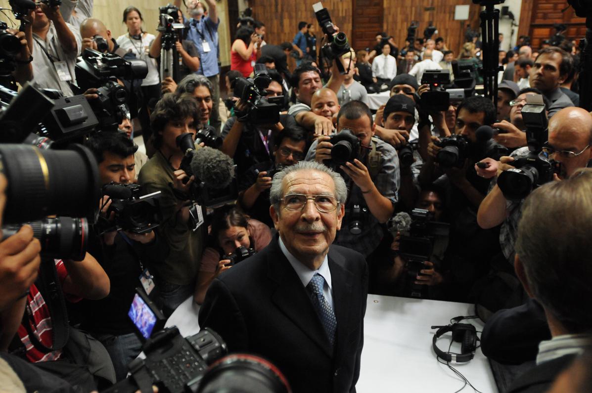 Los críticos más fuertes de la fiscal dicen que ella ha llevado demasiado lejos su agenda izquierdista de Derechos Humanos. Dicen que el caso contra Ríos Montt muestra su fervor partidista.