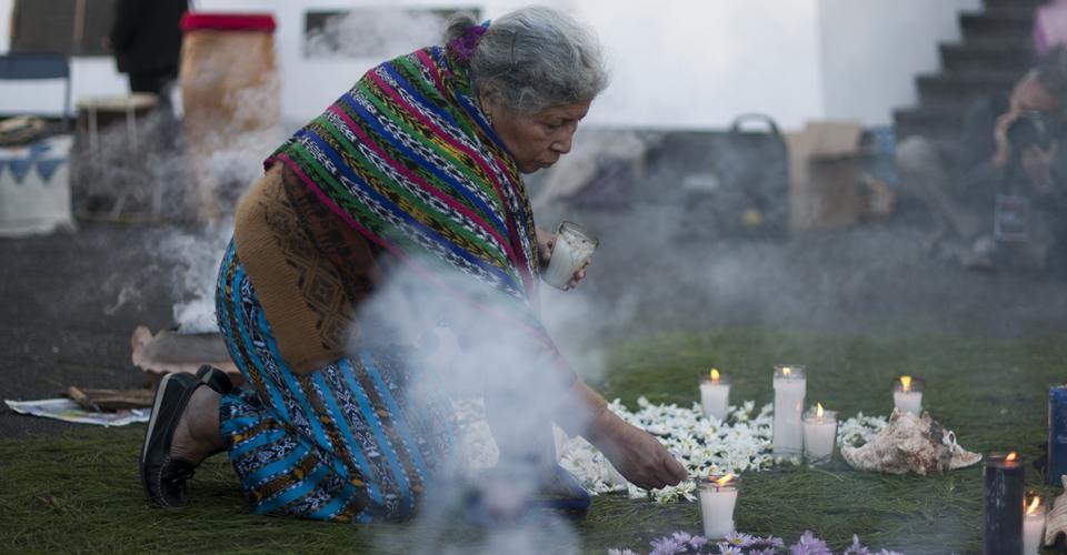 Familiares y amigos de víctimas realizaron una ceremonia en las afueras de la Corte Suprema de Justicia.