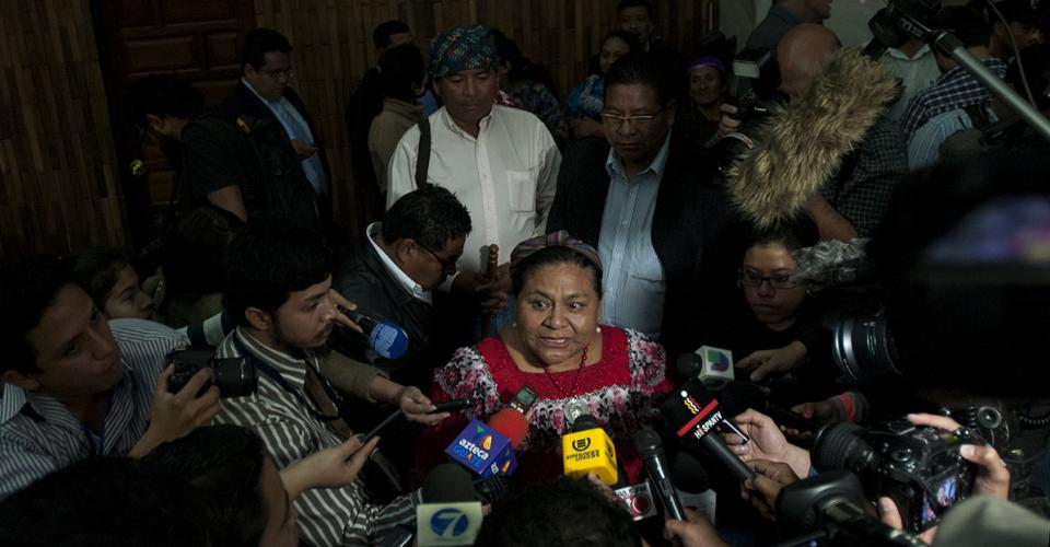 Rigoberta Menchú se mostró satisfecha con la sentencia.