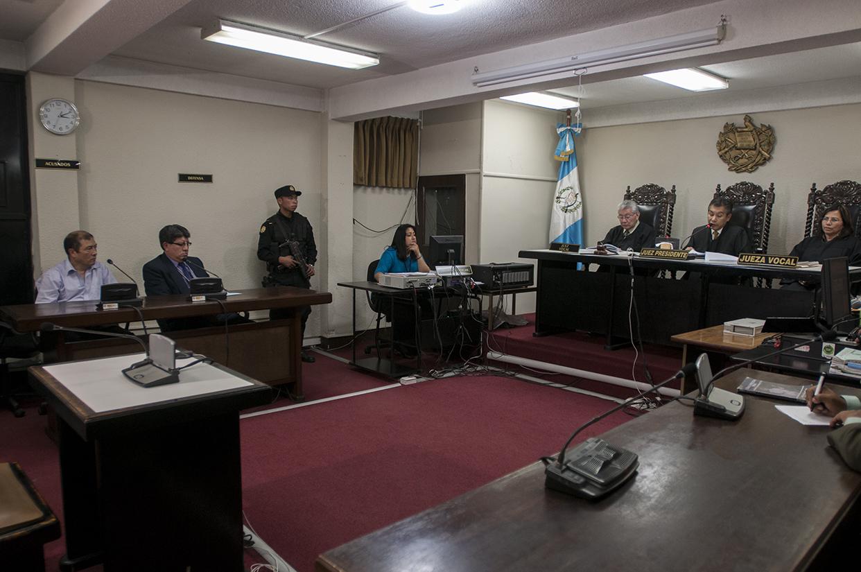 El Tribunal de Sentencia de Chimaltenango, presidido por el juez Wálter Jiménez, condenó a 90 años de cárcel a Fermín Felipe Solano Barillas por la masacre de 22 personas en El Aguacate, San Andrés Itzapa, Chimaltenango, en 1988.