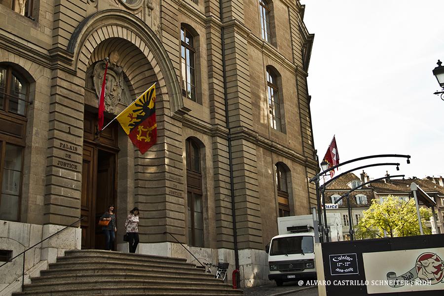 La legislación suiza no prevé la extradición de sus nacionales, pero reconoce a sus tribunales la competencia para juzgar crímenes cometidos por estos en otros países.