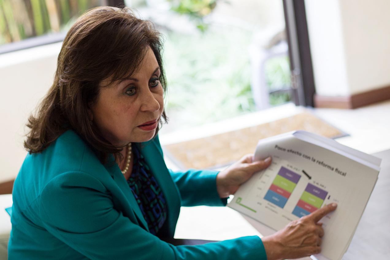 La socialdemócrata bancada de diputados de la UNE en el Congreso, dirigida por Torres, intenta extender las exenciones fiscales a la industria maquiladora textil, así como sustituir una ley de maquilas que data de 1989.