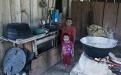 Dolores Cok cocina la refacción para los niños de la escuela de San José Las Flores de Chiquibul, en un turno que se reparten entre todas las mamás