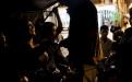 """""""Polo"""", piloto de flete, cobra el pasaje del viaje desde la 18 calle de la zona 1 hasta el barrio El Gallito, zona 3. En esta colonia ya no circulan camionetas desde algunos años y el control social operado por el narcotráfico asegura protección a los pobladores que no están sujetos a ningún tipo de extorsión."""