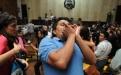 """Varios asistentes en la sala gritaban """"justicia, justicia"""" cuando se suspendió el juicio."""