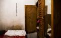 La dedicatoria escrita por una hija de Maruca Lucía Hernández a su mamá en la puerta del ropero. Originaria de Chinique, El Quiché, la señora lleva 28 años de trabajar en maquilas desempeñando el papel de operaria. Vive en Ciudad Satélite, zona 9 de Mixco, a dos horas de bus de la maquila donde trabaja.