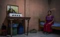 Magdalena Marcos Raymundo, 44, originaria de Nebaj, El Quiché. Viuda y madre de 4 hijos, lleva 20 años de vivir cerca de las instalaciones de la maquila donde trabaja como manual. Vive con sus dos hijos pequeños en un cuarto que alquila por Q525  mensuales.