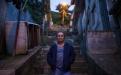 Alma Patricia, 57, separada, es mamá de dos hijas. Lleva 16 años de trabajar en la maquila como manual. Posa frente a la casa donde vive, en la colonia Doraldina, zona 2 de Mixco.