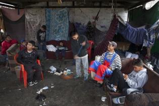 """El grupo del """"Tanque"""", ubicado cerca de la Avenida Bolívar, realiza la limpieza en la madrugada."""