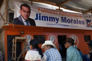 """""""Patriotas apoyando a Jimmy Morales."""""""