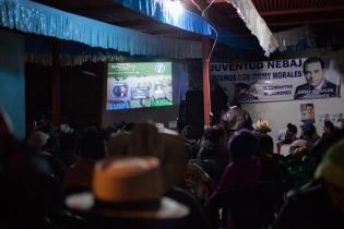 Simpatizantes del FCN-Nación en Nebaj, El Quiché, celebran la victoria de Jimmy Morales como nuevo Presidente electo de Guatemala pese a haber perdido a nivel municipal.