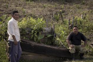 Un líder del Consejo Comunitario de Desarrollo (Cocode) se queja que las plantaciones de palma han envenenado el pozo de agua de la comunidad de Sechaj.
