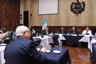 Acisclo Valladares Molina fue el primer aspirante en comparecer ante la Comisión de Postulación.