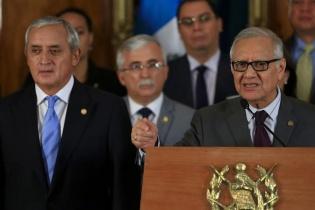 El entonces presidente Otto Pérez Molina y su gabinete de gobierno en la presentación de Maldonado Aguirre como vicepresidente.