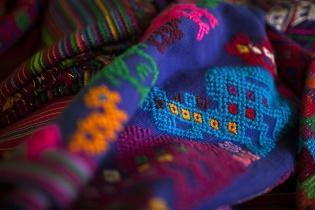 Detalle de un güipil típico de la región de Sacatepéquez.