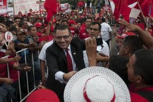 Manuel Baldizón a su llegada al Parque Central donde fue proclamado el presidenciable del partido Lider.