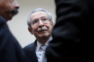 Efraín Ríos Montt es acusado de genocidio y deberes contra la humanidad.