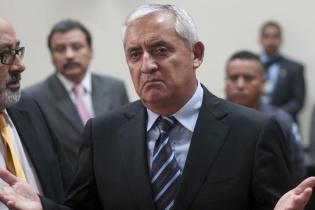 Otto Pérez Molina explicó a la prensa su frustración. Lucía resignado, ofendido, cansado, y sin embargo, su semblante quería recobrar por ratos la fuerza de un Presidente al hablar frente a la Nación.