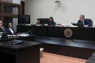 El juez Miguel Ángel Gálvez determinó que a pesar que no se menciona el nombre de Roxana Baldetti en las escuchas telefónicas, si se escuchan otros términos que podrían vincular a la ex vicepresidenta en la estructura criminal.