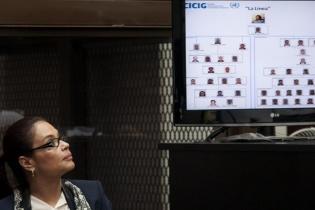 """El Ministerio Público y la Comisión Internacional contra la Impunidad en Guatemala presentaron la forma en que estaba estructurada """"La Línea"""", la cual era liderada por Roxana Baldetti."""