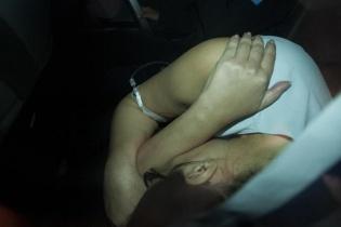 Baldetti se esconde en el interior del vehículo que la trasladaba al Cuartel Matamoros. La ex vicepresidenta permanecerá en ese sitio hasta el próximo lunes cuando se presente a la audiencia de primera declaración.
