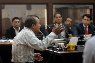 Pablo Antonio Pablo se dirige al tribunal para dar su testimonio antes de que los jueces dicten el fallo.