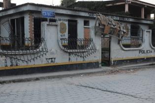 La sede de la Policía Nacional Civil. Los agentes se instalaron en el destacamento militar de Barillas.