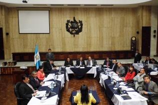 Cecilia Barrios, actual fiscal de la Unidad de Extinción de Dominio, llegó a la entrevista ante la Comisión de Postulación tímida, nerviosa, con una voz intermitente, frágil.
