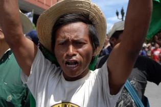 Entre las demandas más urgentes de los campesinos que marcharon, estaba la de exigir al Estado una manera de saldar la deuda agraria con Fontierras, adquirida desde la creación de esta institución en 1997.