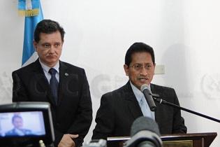 Amilcar Velásquez, ex fiscal general, participó en la conferencia de prensa donde informó, junto a Castresana, sobre la captura de Portillo.
