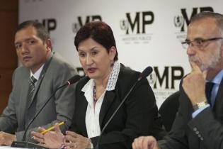 La fiscal general Thelma Aldana y el comisionado Velásquez dan detalles de la captura de los implicados en el fraude para limpiar el lago de Amatitlán.