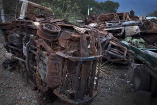 Los restos del camión y de los carros quemados que llevaban dinamita y personal de la empresa minera están guardados en la comisaría de la Policía Nacional Civil de Mataquescuintla.