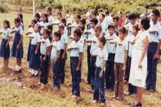 Los niños de Dos Erres, algunos fueron asesinados y otros fueron secuestrados por el ejército. (Fotografía de Famdegua)