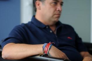 Escobar lleva en su muñeca una pulsera del partido Libertad Democrática Renovada (Lider).