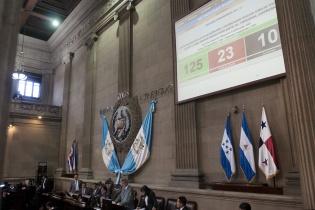 A última hora los diputados de Líder se sumaron al acuerdo legislativo promovido por el partido oficial.