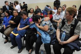 Enfermeras que pertenecían a la junta de licitación y adjudicación también fueron detenidas.