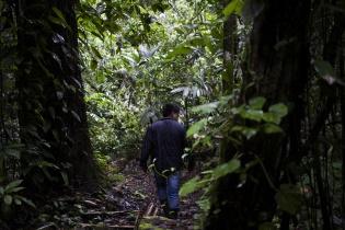 Bayron Catún Poou, 20, lanchero desde hace 5 años. Cree que en el verano el río ya no será navegable con la hidroeléctrica