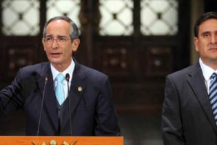 El entonces Presidente, Álvaro Colom, junto a Gustavo Alejos uno de los clientes de Mossack Fonseca.