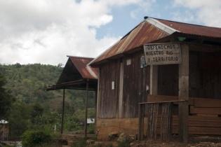 San Mateo Ixtatán es un pueblo dividido. La instalación de una hidroeléctrica en la aldea Ixquisis partió en dos a este empobrecido pueblo de Huehuetenango.