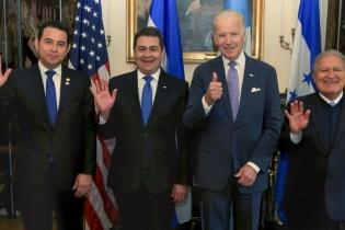 Jimmy Morales, presidente de Guatemala, Juan Orlando Hernández, presidente de Honduras, Joe Biden, vicepresidente de EEUU, y Salvador Sánchez, presidente de El Salvador, en una cumbre reciente para tratar temas de la Alianza para la Prosperidad