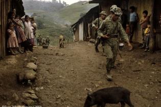 Ocupación del ejército de Guatemala en Finca La Perla. Foto de Jean-Marie Simon
