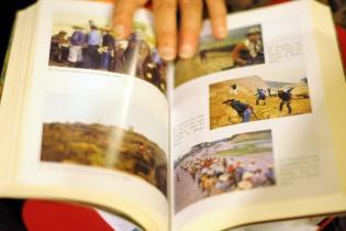 La antropóloga incluyó en su libro fotografías, de su autoría, de la región ixil.
