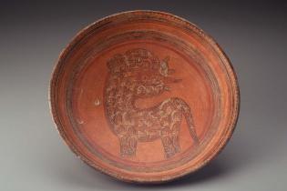 Plato maya del período clásico maya, comprado en Guatemala, parte de la colección del Museum of Fine Arts of Boston.