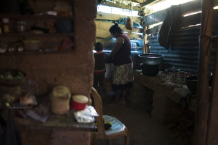 Las condiciones de vida en los hogares de la aldea son precarias