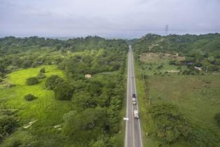 Imagen de la autopista Molinero-Sabanalarga, en Colombia.