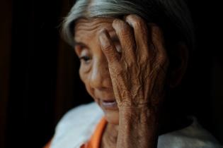 Juana de Reynoso, esposa de Balbino Reynoso, relató lo ocurrido el día en que fueron desalojados. El tiempo adentro de la finca, se refleja en las líneas de sus manos.