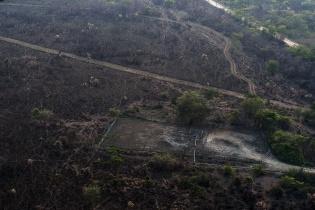 Vista aérea de la pista clandestina y del pozo Xan-30 de la empresa petrolera Perenco