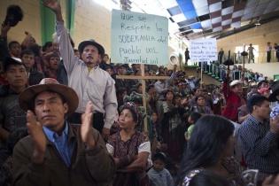 Concentración en el Salón Municipal de Nebaj.