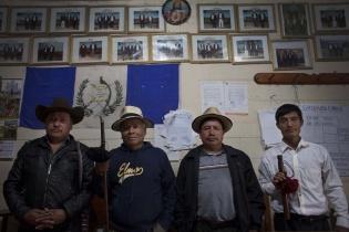 el Alcalde Indígena Miguel Brito, el Alcalde Auxiliar Gerónimo Sánchez, el Segundo Regidor Gaspar de Paz y el Primer Regidor y primer Mayor de la aldea Acul, Manuel Raymundo.
