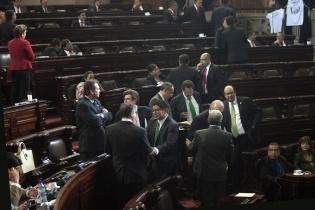 La falta de respaldo de los bloques legislativos impidió que se formara la comisión de postulación. Contó, no obstante, con el apoyo de la bancada del Partido Patriota (PP), Todos y de manera contradictoria por la Unidad Nacional de la Esperanza (UNE).